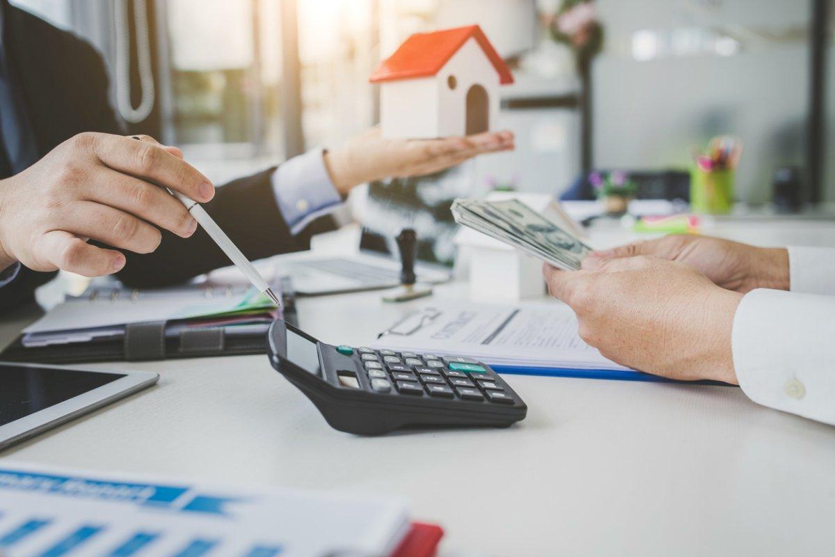cuanto cobra una inmobiliaria por vender un piso
