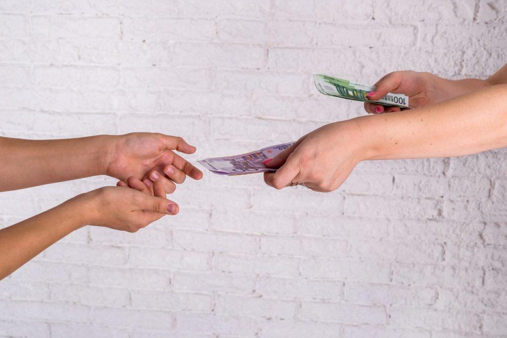 prestar dinero a un amigo