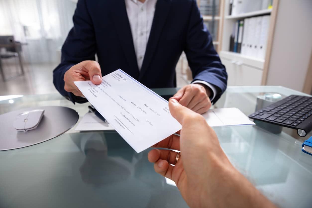 cuánto cuesta un cheque bancario
